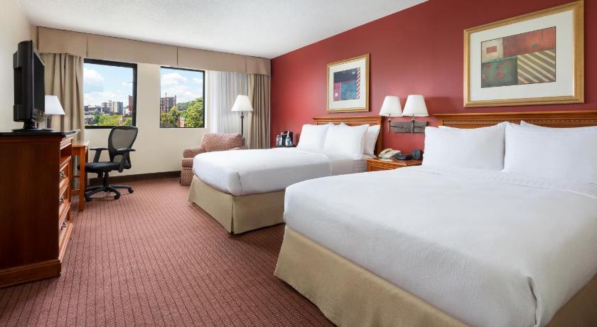 holiday inn boston brookline in brookline ma room. Black Bedroom Furniture Sets. Home Design Ideas
