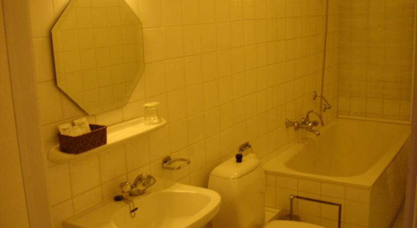 Standard Double Room - Bathroom Hotel Chateaubriand