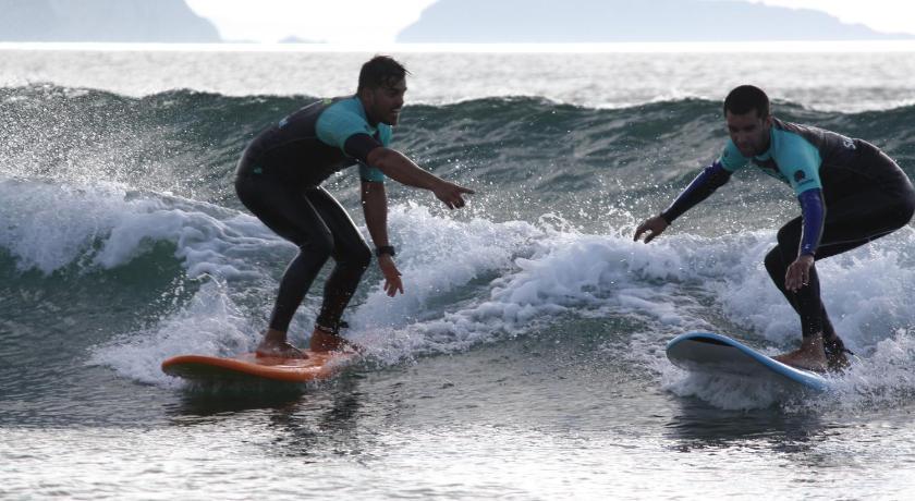 Resultado de imagen de gijon surf hostel