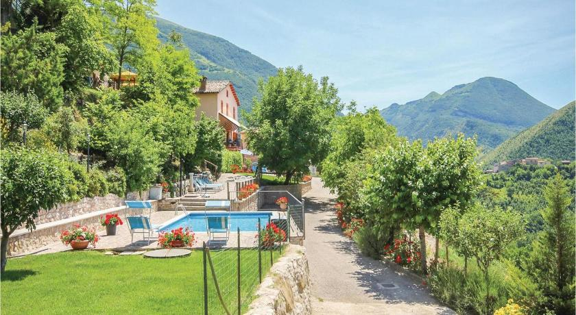 Piscina Four-Bedroom Holiday Home in Piobbico (PU)