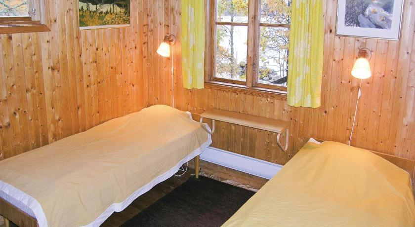 Three-Bedroom House Holiday home Västantorp Malexander Boxholm