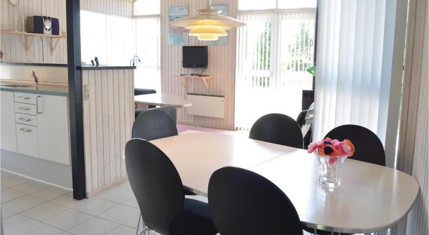 Four-Bedroom House - Separate living room Holiday home Lyngstien Thisted IV