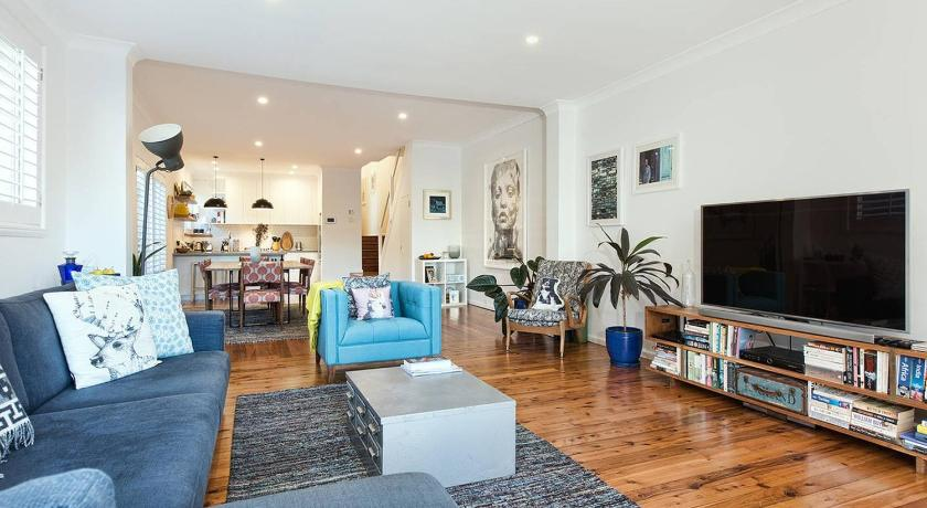 More about STUNNING SEA VIEW BONDI ABODE