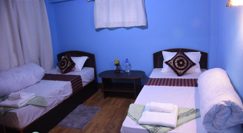 Budget Twin Room Subha Guest House