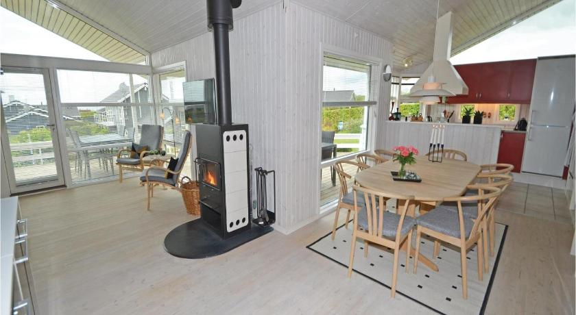 Four-Bedroom House Holiday home Stenhøjvej Rønde X