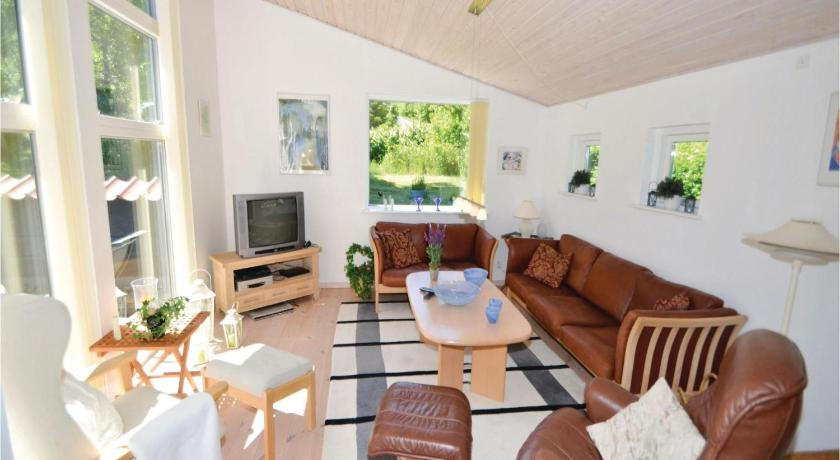 Three-Bedroom House Holiday home Hovedvangen Ebeltoft Denm