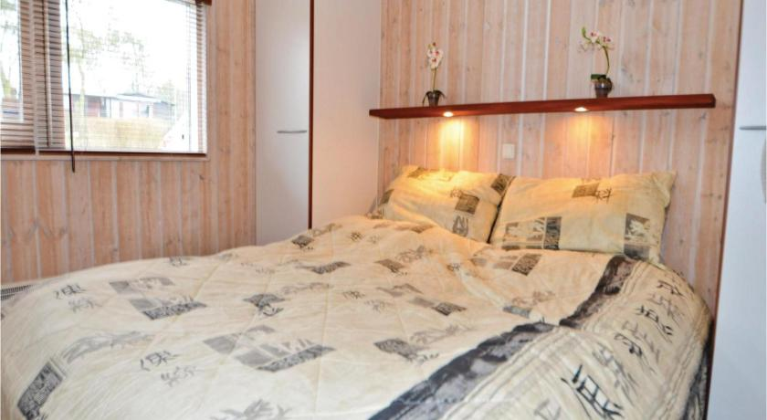 Three-Bedroom House - Guestroom Holiday home Vrinners Strandvej Knebel III