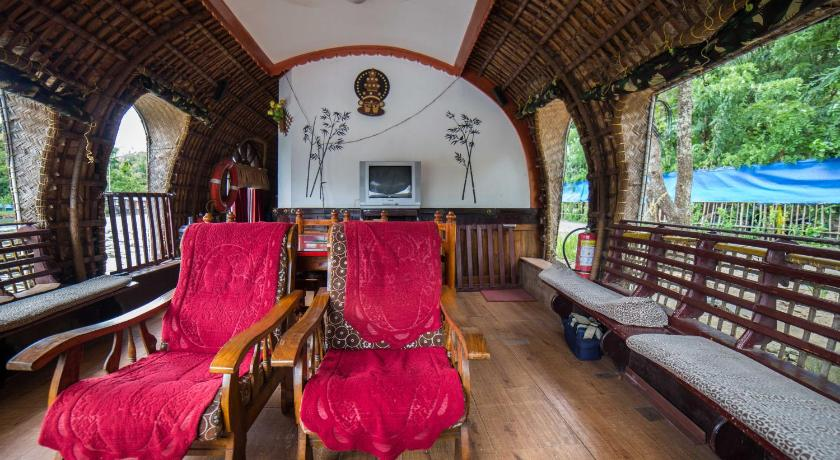 Kumarakom Houseboat - A Wandertrails Stay