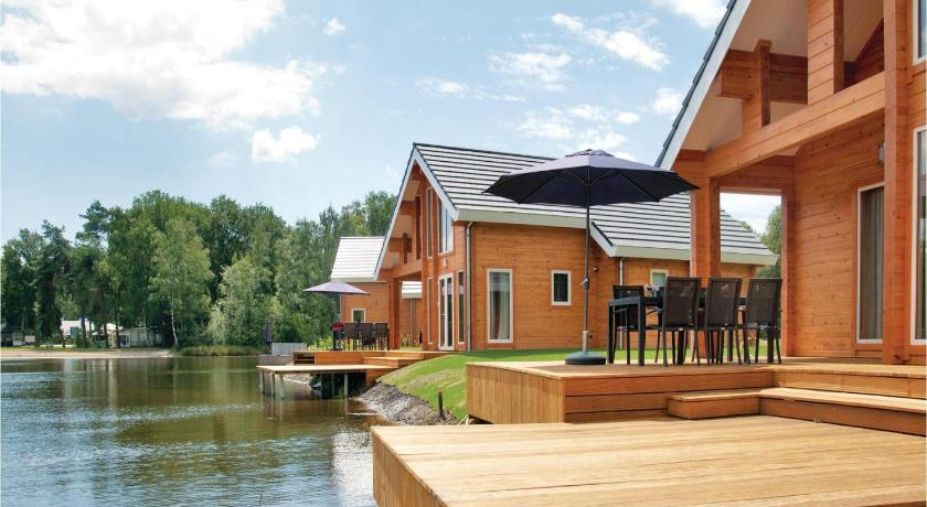 Holiday home Heel 99 with Outdoor Swimmingpool