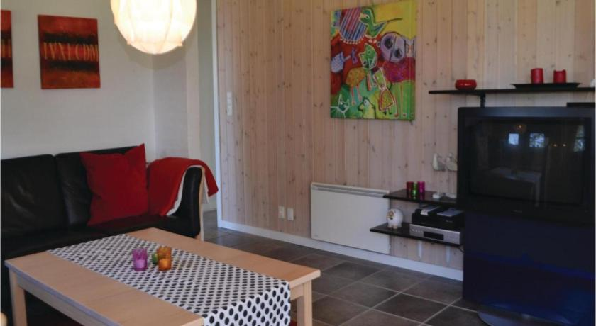 Three-Bedroom House - Separate living room Holiday home Granlunden Oksbøl IX