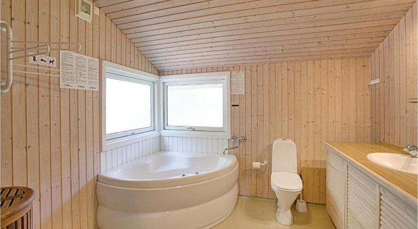 Bathroom Holiday home Skovsangervej Nexø V