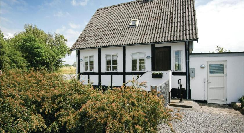 Holiday home Aakirkeby 8