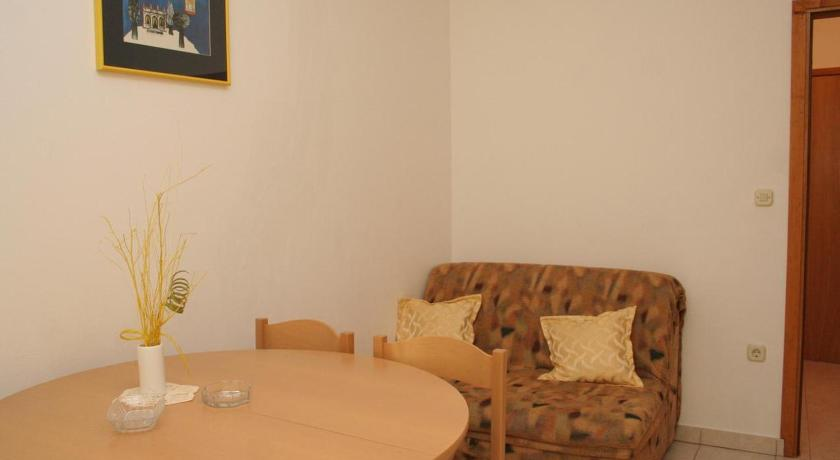 Two-Bedroom Apartment with Terrace and Sea View Apartment Hvar 4593a