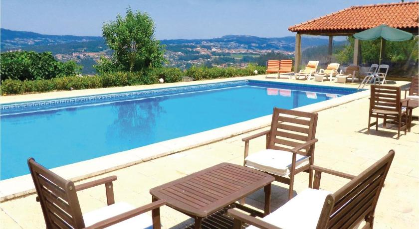 Piscina One-Bedroom Holiday home P-4550-360 Castelo de Paiva with a Fireplace 07