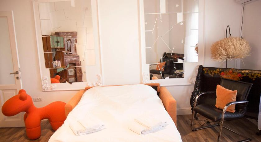 Central Art Apartment | Book online | Bed & Breakfast Europe