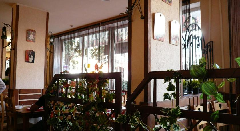 Apartment with Shower - Restaurant Apartment Atarbekova 38