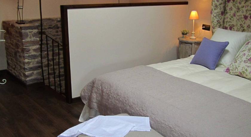 hoteles con encanto en bisaurri  14