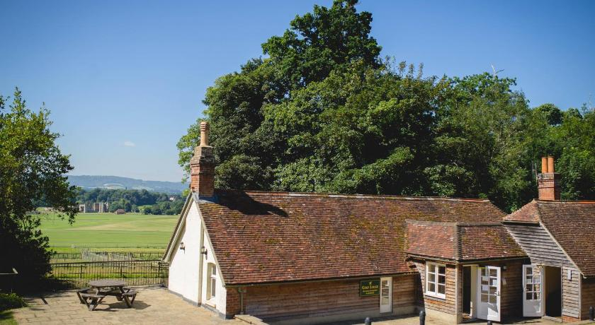 More about Cowdray Golf Lodge