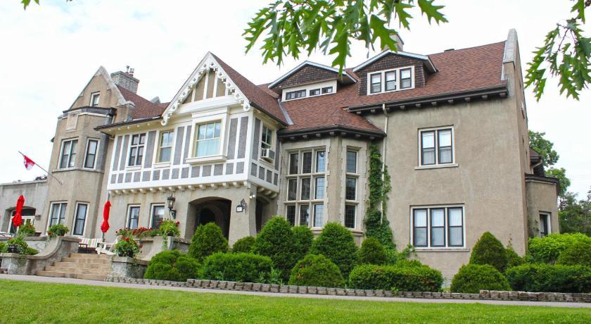 Best Price on Grey Gables Inn in Pembroke (ON) + Reviews