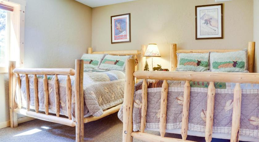Three-Bedroom Holiday Home - Guestroom Skiing Bear Chalet