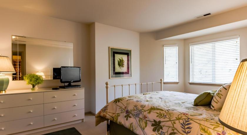 Two-Bedroom Holiday Home - Guestroom Park Pointe: Mountain View (D304)