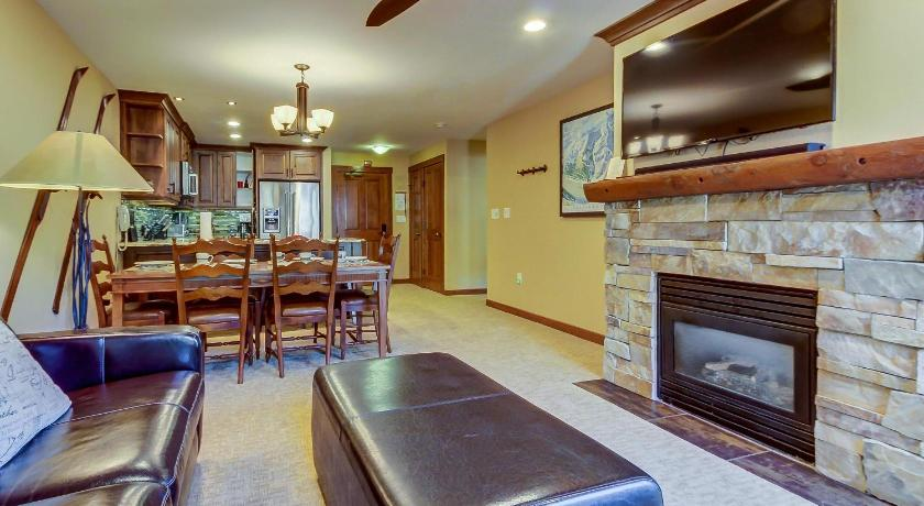 Powderhorn Lodge 408: Rustic Mountain Suite