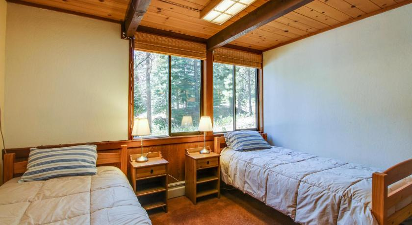 Four-Bedroom Holiday Home - Guestroom Squaw Lanny Lane Lodge