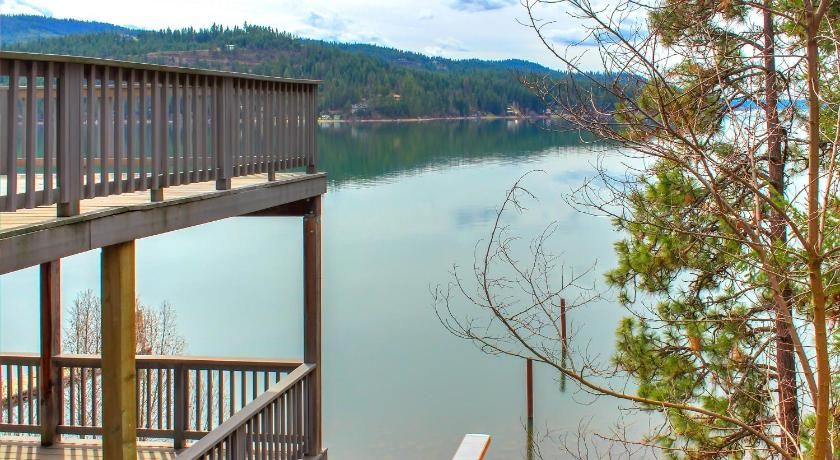Mais sobre Beautiful Lake Coeur d'Alene Cabin On The Bay