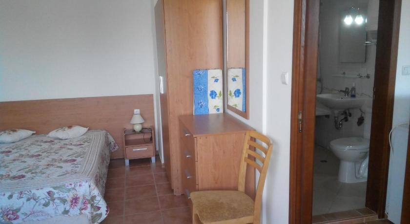 One-Bedroom Apartment - Guestroom Kasandra Apartment