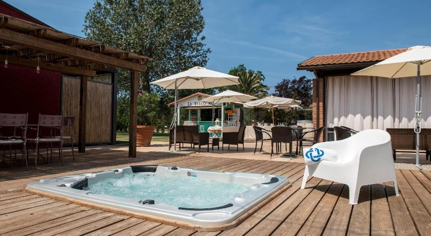 Swimming pool Country Resort Le Due Ruote