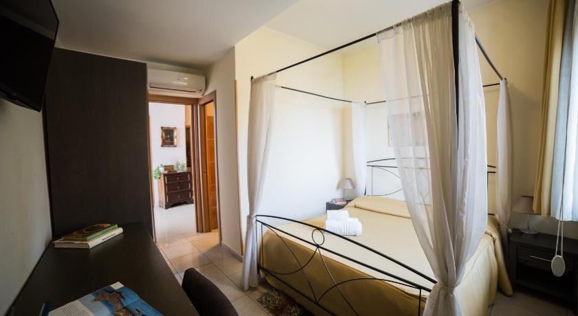 La Terrazza | Prenota online Bookbnb.it