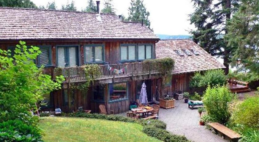 The Longhouse Bed & Breakfast