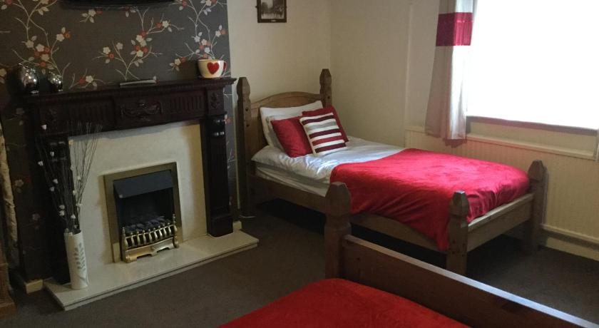 Twin Room with Private External Bathroom - Guestroom The Huntsman