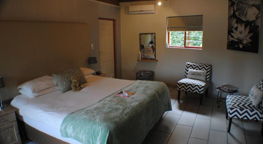 Deluxe Double or Twin Room with Mountain View Roundhouse Guesthouse