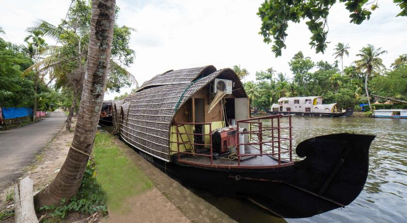 Exterior view Kumarakom Houseboat - A Wandertrails Stay