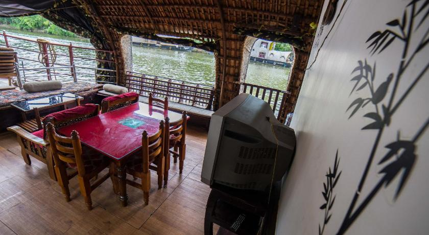 Separate living room Kumarakom Houseboat - A Wandertrails Stay