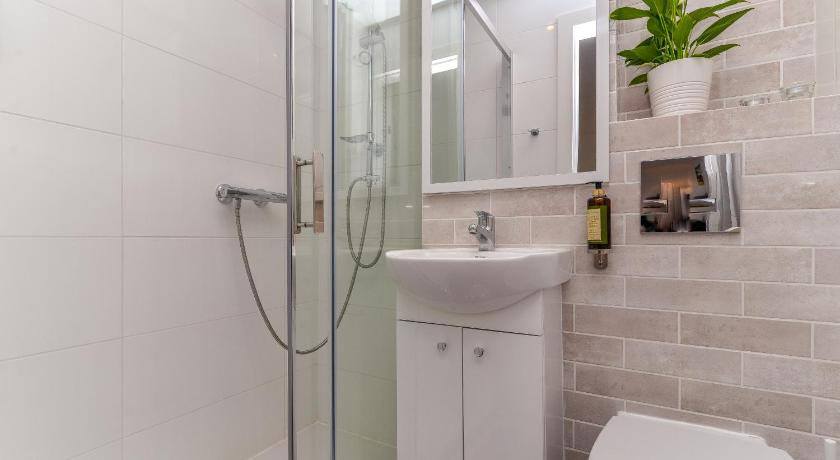Bathroom Rent like home - Apartament Żelazna
