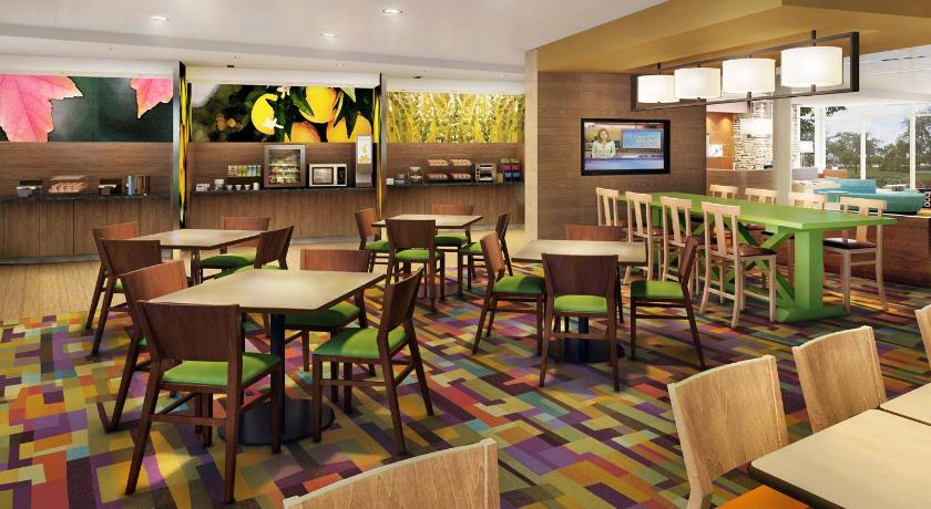 Bufet FAIRFIELD INN & SUITES BY MARRIOTT ROANOKE SALEM
