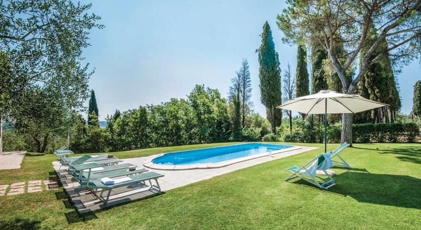 Swimming pool Podere Suvignano