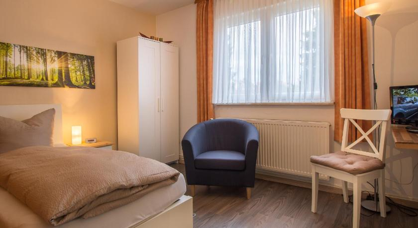 Single Room - Guestroom Pension Trautheim