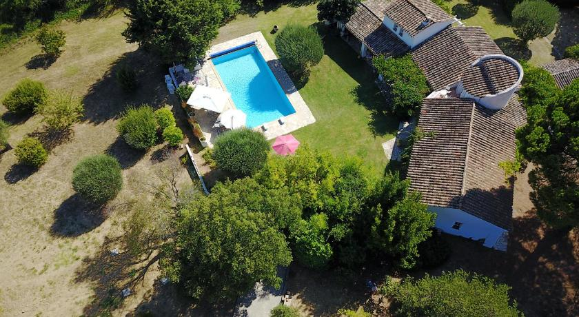 Swimming pool La Bastide Blanche