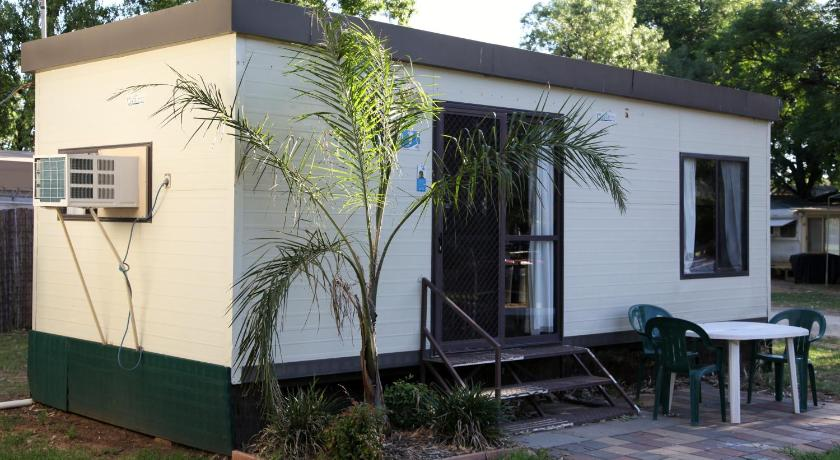 budget cabin Cohuna Waterfront Holiday Park