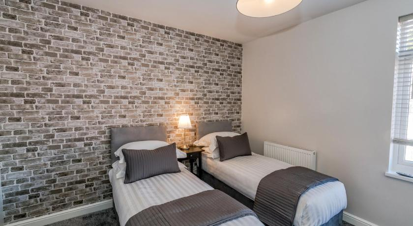 Man Cave Cannock : Newhall lodge book online bed & breakfast europe