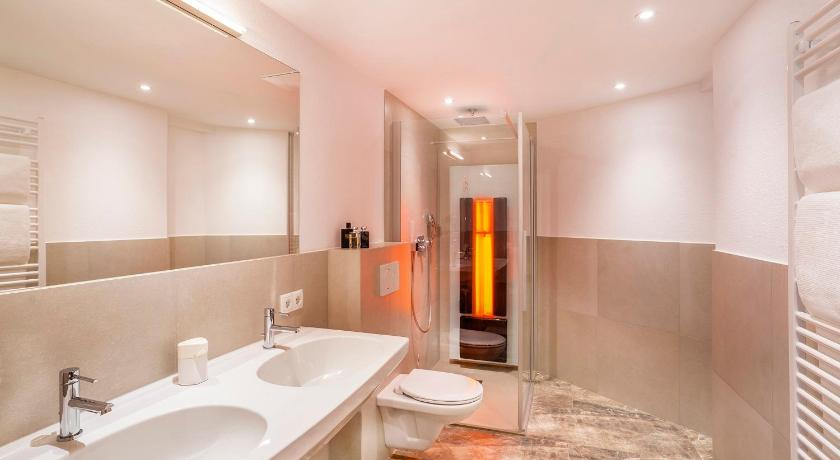 One-Bedroom Apartment - Shower Aliona Apart