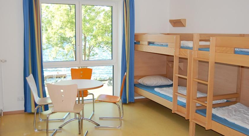 Bed in 4-Bed Female Dormitory Room - Guestroom Jugendherberge Ratzeburg am See