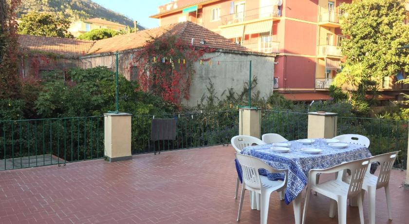 Two-Bedroom Apartment with Terrace - Entrance Roma