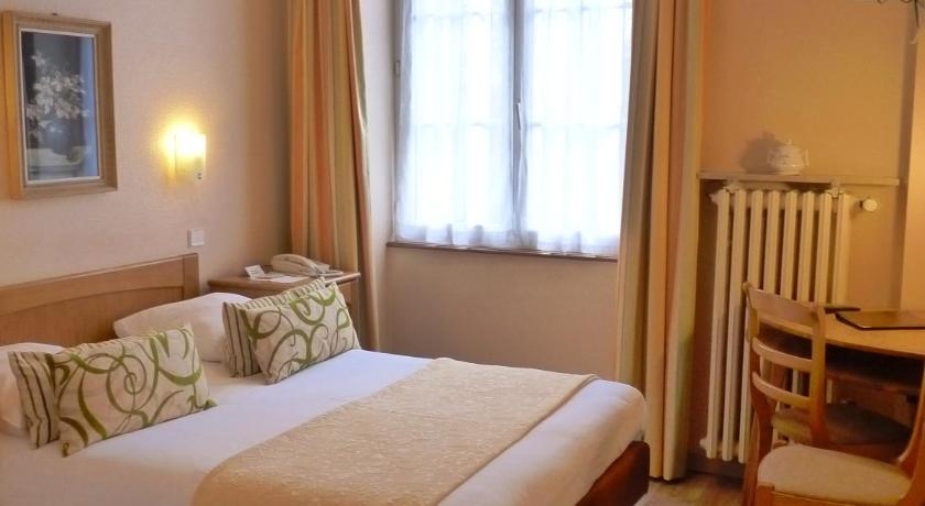 Comfort Single Room with Shower - Guestroom Logis Hôtel Notre-Dame