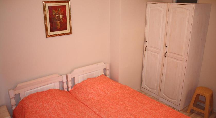 Double or Twin Room with Shared Bathroom - Bed Ulpia House
