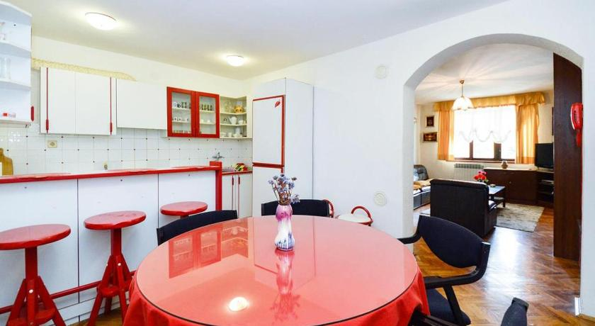 See all 24 photos Apartment Pula 2252a