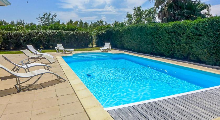 Four-Bedroom Holiday Home Villa Les Villas de l'Etang